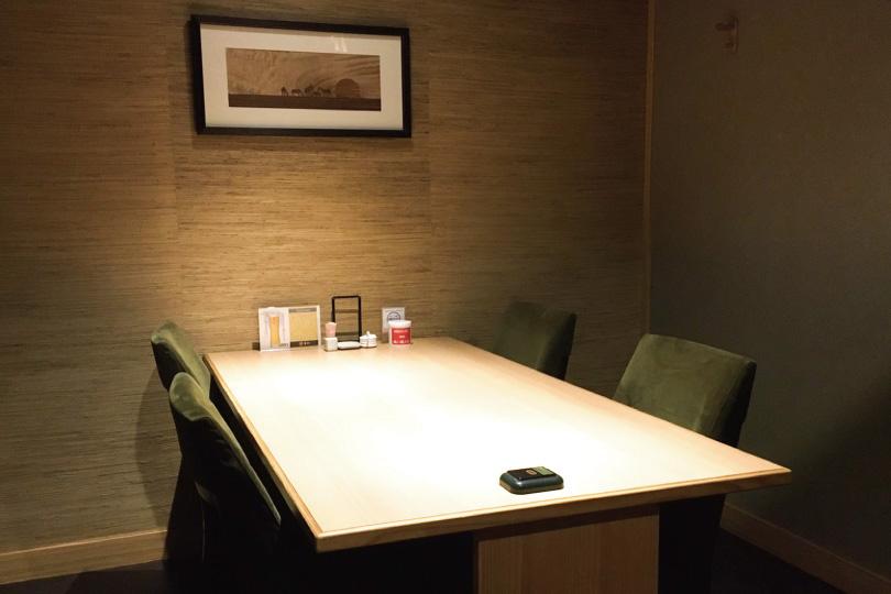 周りに気兼ねすることなくご会食を、6つの個室・半個室席をご用意