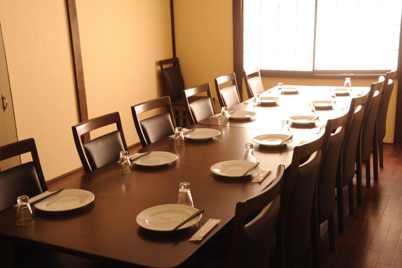 2階宴会専用個室9名様~/5名様~大小2室用意しております
